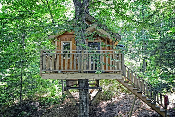 Mont-Tremblant Treehouse for up to 4 guests