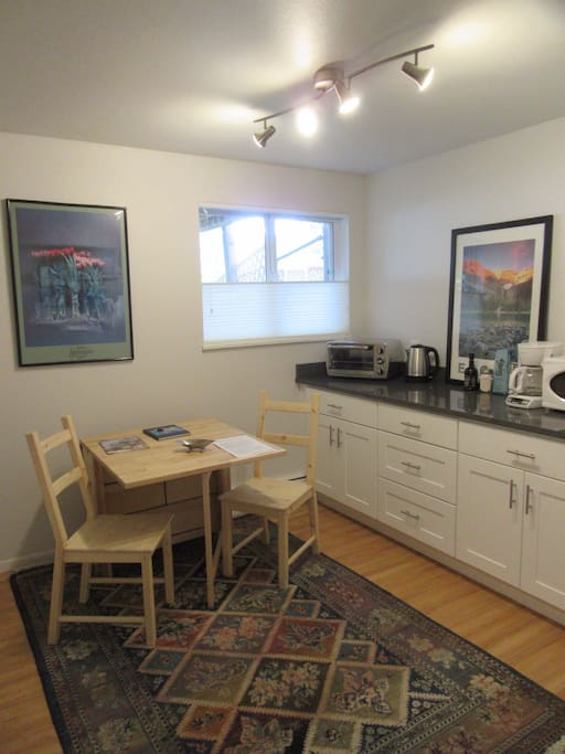 Kitchenette and extendable table