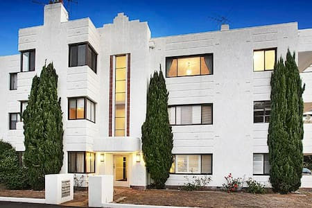 Big A1 Art Deco Apt. + stunning city & beach views - Middle Park