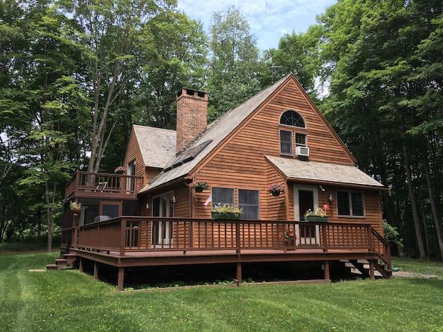 Cozy Hillsdale Cabin