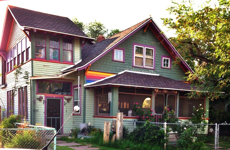 Downtown Victorian Painted Lady - Albuquerque - Bed & Breakfast
