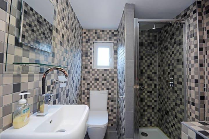 Double En-suite Room in Harlesden