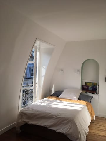 Top Floor design nest in Montmartre