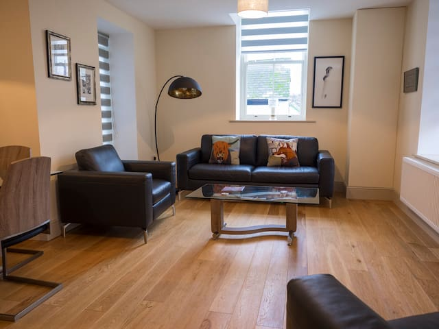 CS Serviced Apartments - Luxury Two Bedroom - Ulverston