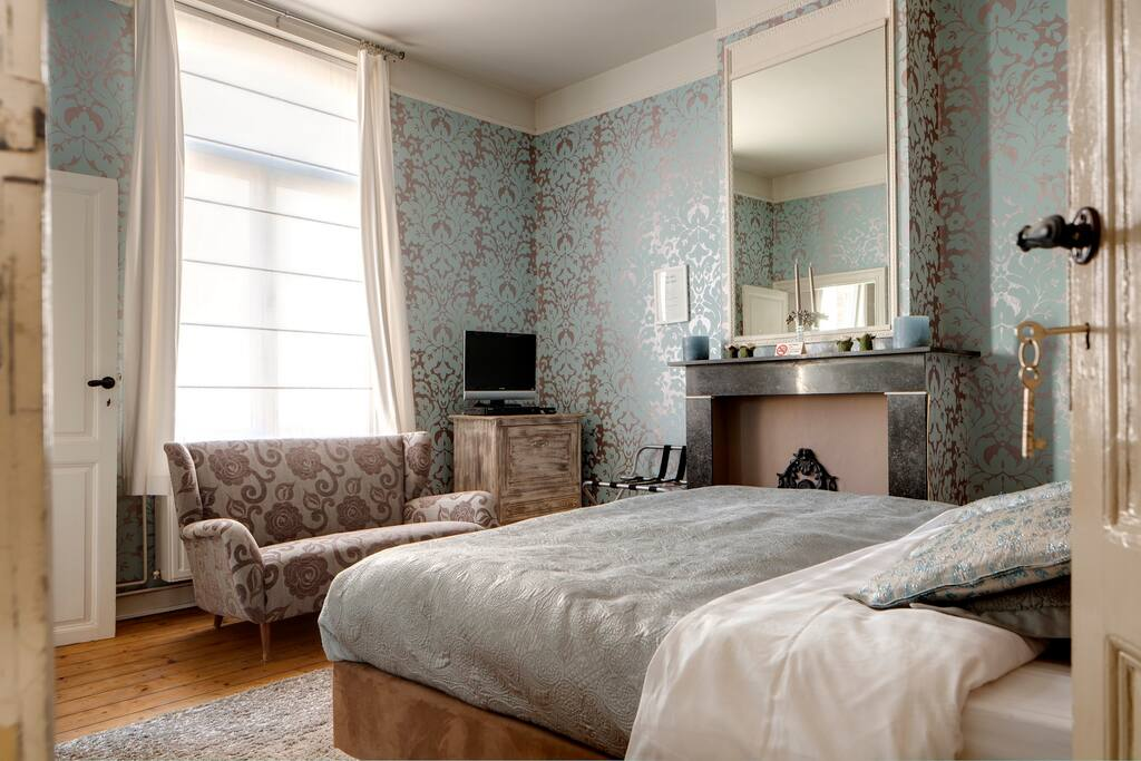 blue suite chambres d 39 h tes louer bruges vlaanderen belgique. Black Bedroom Furniture Sets. Home Design Ideas
