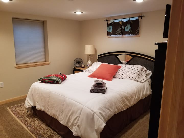 Cozy Cabin Room 2 by the Chocolay River Marquette