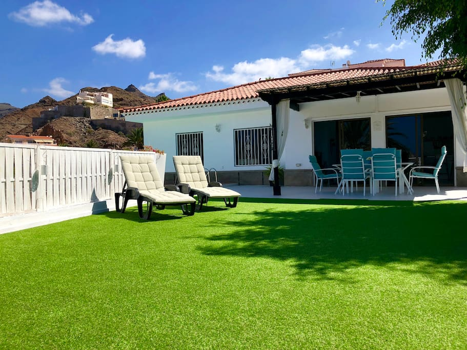 Garden & shaded patio