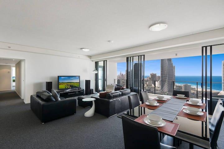 Spacious modern 4 bed 2 bath Sub Penthouse w/Ocean view @ Sierra Grand Broadbeach