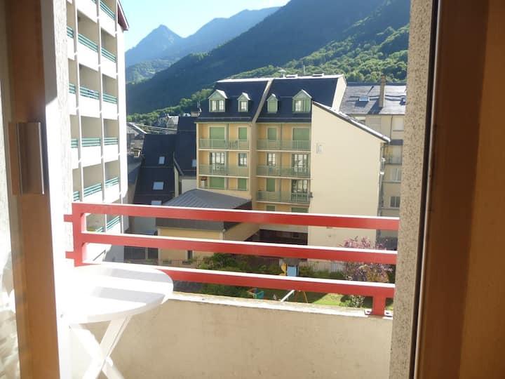 Studio 2/3 personnes avec balcon et vue sur la montagne.