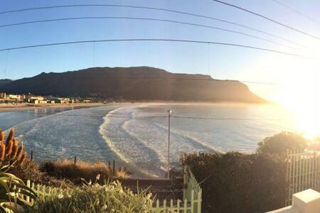 Fish Hoek beachfront house - Cape Town