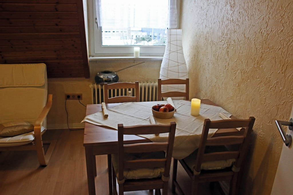 single apartment oberhausen 4 room apartment in bottrop , furnished 2 double beds, 1 single bed equipment tv station 10 min to ride to train station oberhausen car 2 private.