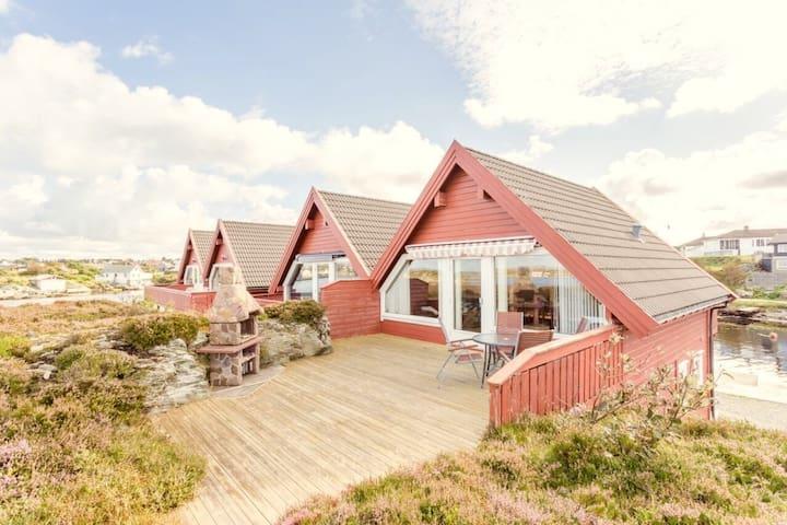 Hytte i sjøkanten, Hedleholmen 13