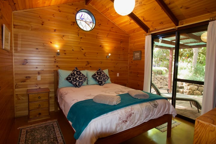 Karri Patch Cottage - Dunsborough garden retreat