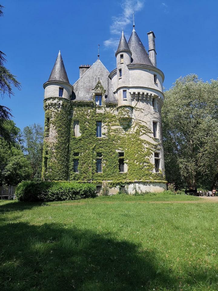 Château de la Chaise Saint-Eloi