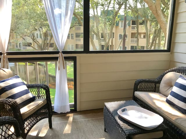 Secluded 2 Bedroom Beachfront and Indoor Pool!