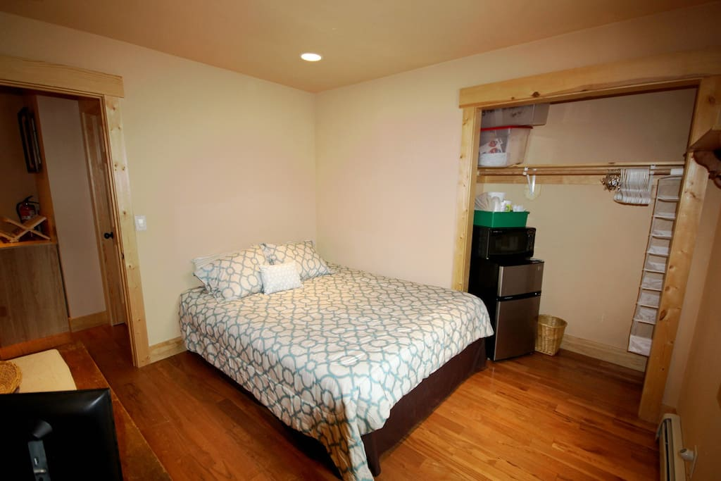 Queen bed, compact fridge, & microwave