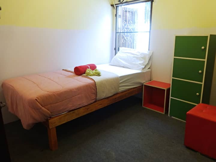 Basic, Convenient Single Room inside the Old City