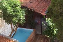 Vue chambre enfant Sur jardin et piscine (3x2,10metres profondeur 110cm)
