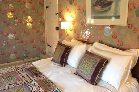 Rural idyll, Crown House Bed & Breakfast Room 3 - Great Glemham - Bed & Breakfast