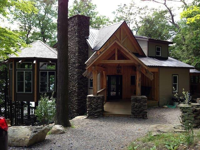 Paul's Lodge on Skaneateles Lake