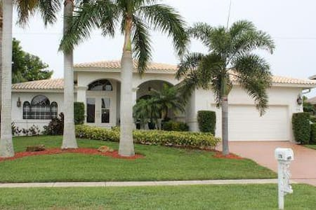 Nice and cozy Vacation Retreat in quiet section of Marco Island - Marco Island