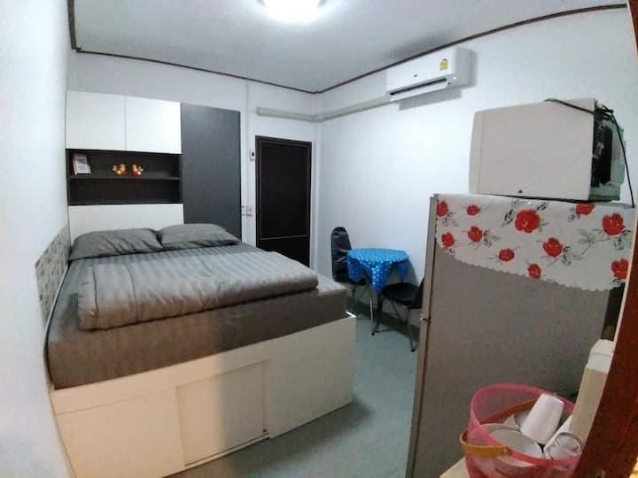 Bed&Breakfast<Wattana Homestay> @ BTS WongWianYai