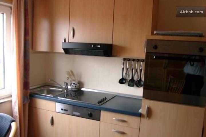mit Geschirrspüler, Backofen, Mikrowelle, Toaster, Wasserkocher u. Kaffeemaschine