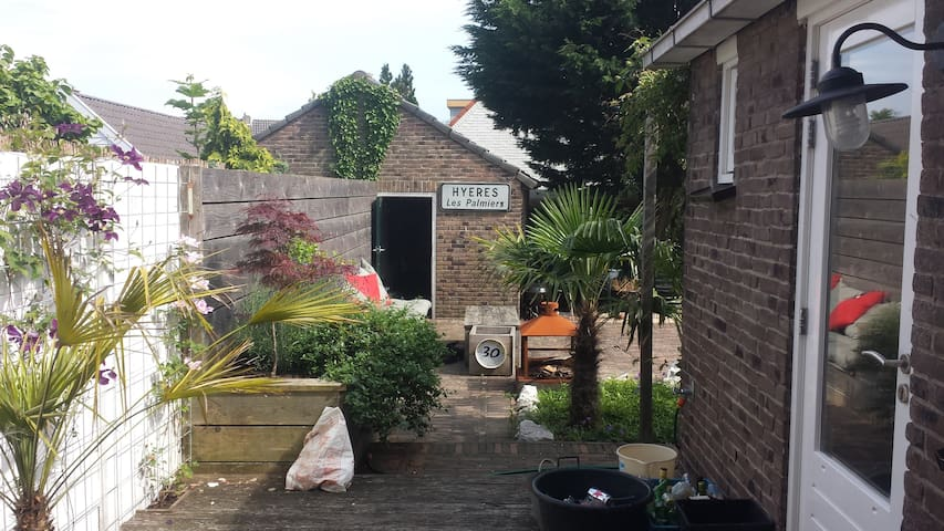 Stylish house with big garden for 3-4 people - Noordwijkerhout