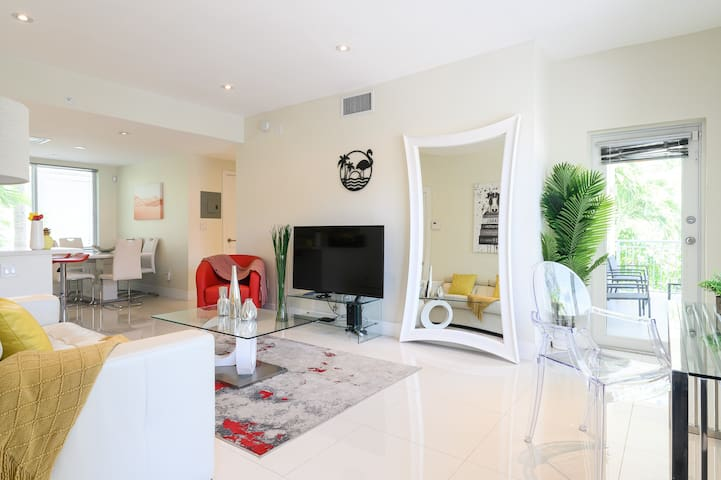 Villa Monaco 3 - New Luxury 2BR / 2BA South Beach