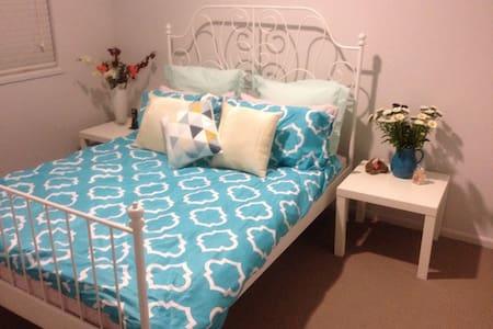 Charming Spacious Bedroom - Werribee  - Σπίτι
