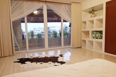 WHITE LOTUS APARTMENT