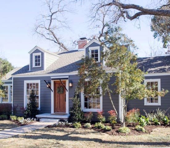 The Baby Blue Cottage - Fixer Upper, Season 3