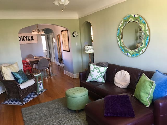 2 BR Traveler's Delight in Oak Park - Oak Park - Apartment