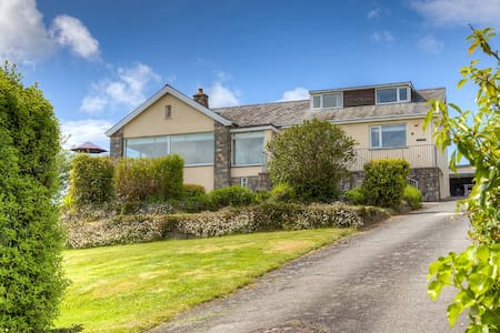 6 Bedroom house with stunning views - Abersoch