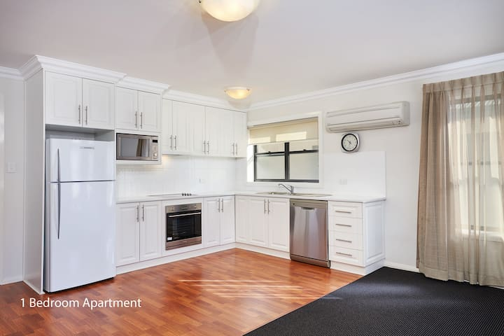 Expansive One Bedroom Apartment - Wagga Wagga - Apartament