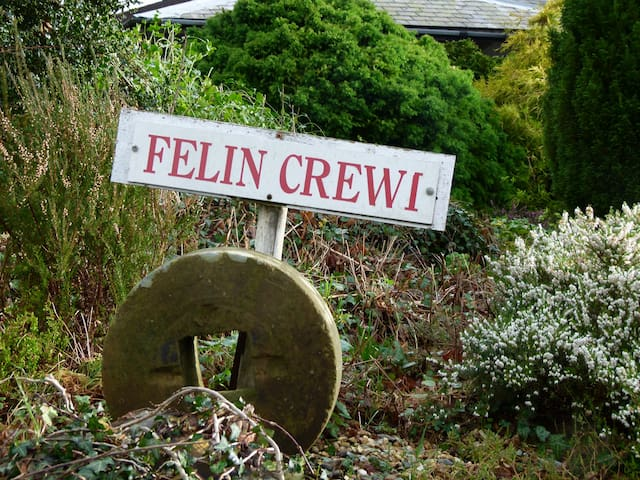 The Watermill, Felin Crewi Cottages