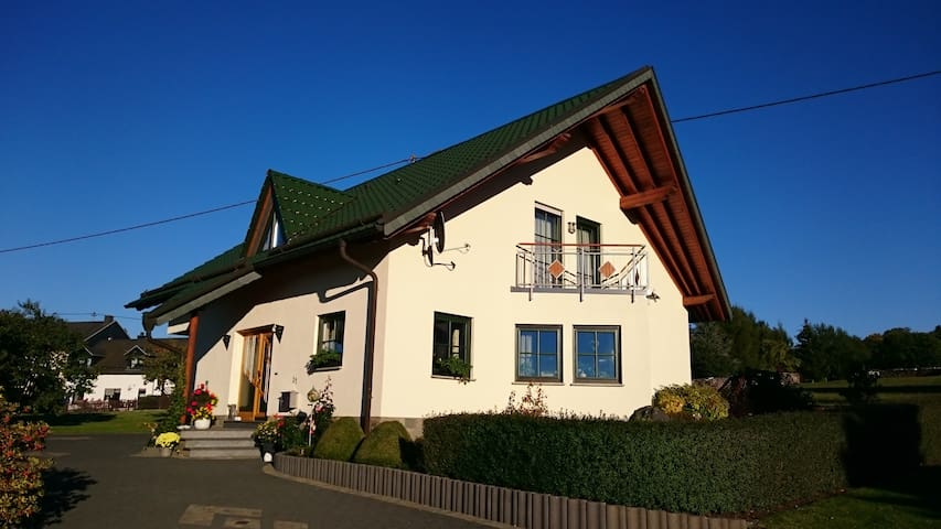 B&B nähe Nürburgring, Gästezimmer Familie Engels