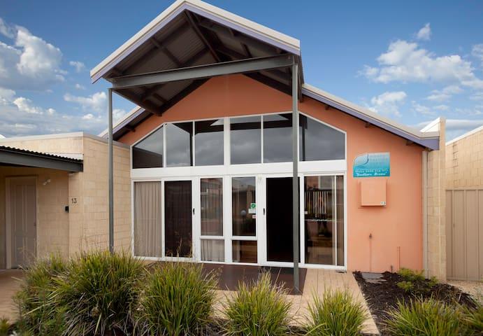 Southern Breeze - Perfect 2brm, 1bth Villa