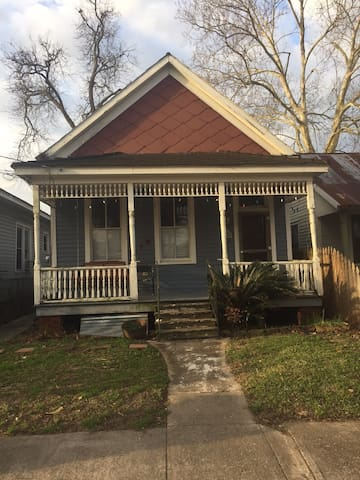 Charming Victorian in Downtown Lafayette - ลาฟาแยต