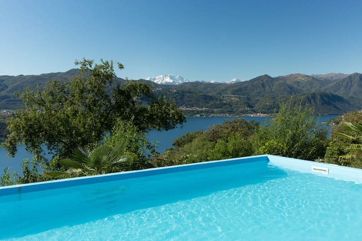 Dolce Vita with pool and lake view