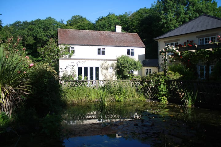 Comfortable garden flat in Chiltern village
