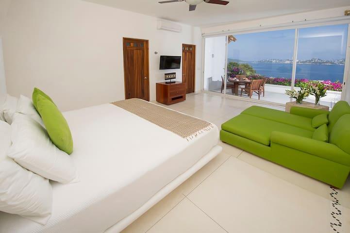 Casa Agua Quieta in Las Brisas, Acapulco 5 bdrms