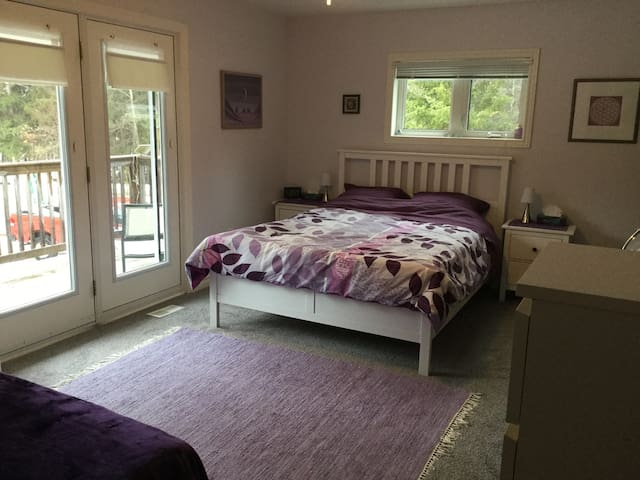Stillhome B&B - Amethyst Room