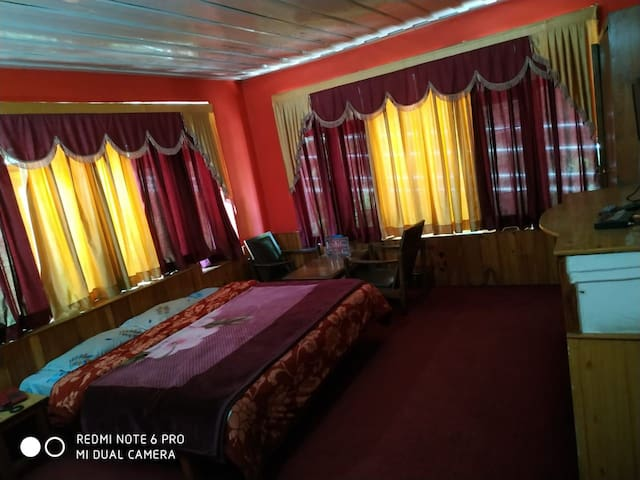 Near mall road, ample car parking, budget rooms