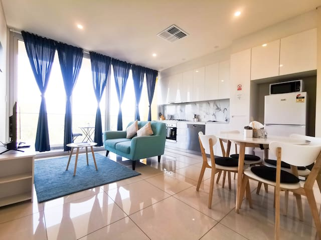 Explore Adelaide from Modern Apartment at South#20