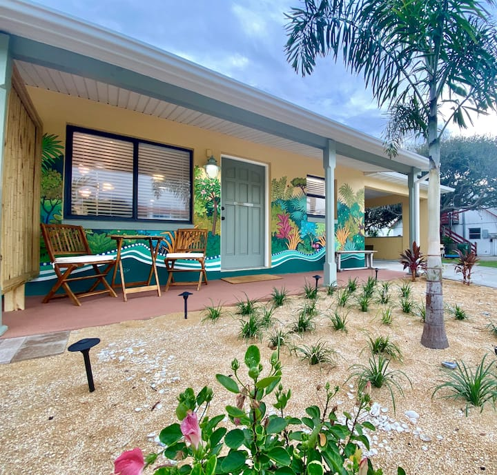 Riverfront 1 Bedroom Steps to Beach, Dock, Fish