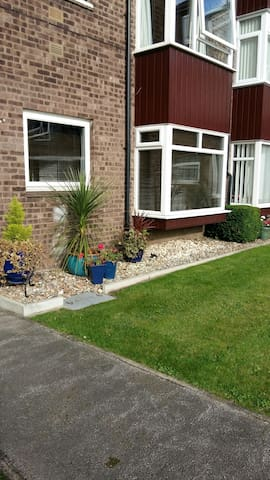 Tastefully decorate 2 bed apartment - Beverley - Apartment