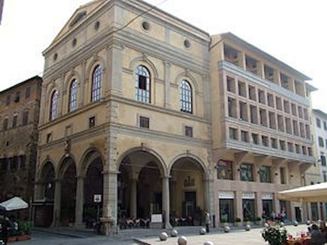 Uffizi. Large apartment in the heart of Florence