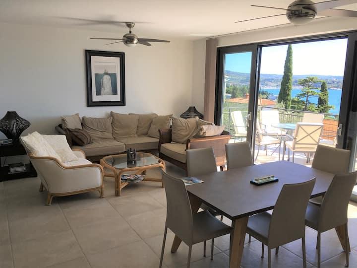 Spacious sea view Terrace apartment