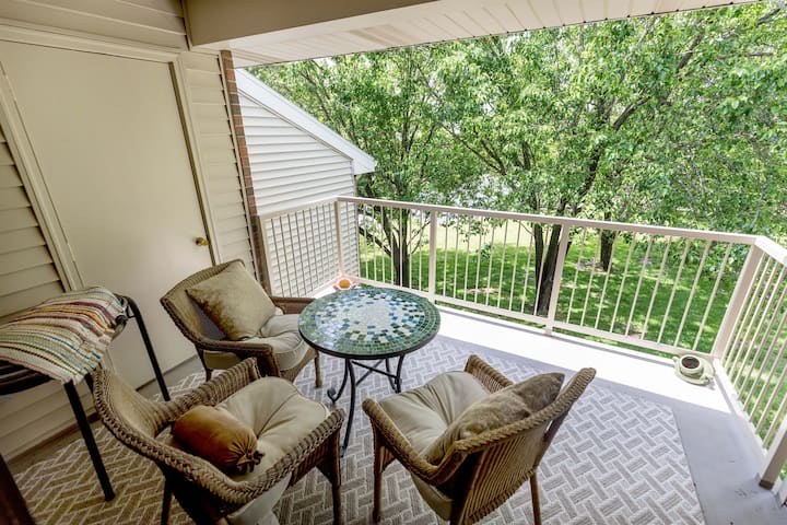 NEW LISTING in the HEART of Branson-INDOOR pool, quiet complex